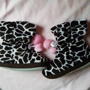 NWT Stride Rite Girls Giraffe Print Slippers 11/12